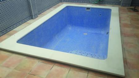 piscina-de-obra-patio-pequeno-02